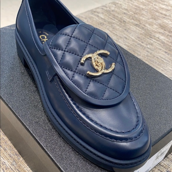 ⭐️SOLD⭐️Chanel Navy Turnlock Loafers Size 38.5